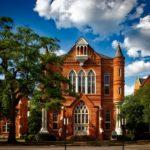 Дома с историей: особенности аренды старинных особняков